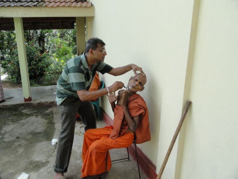 Dr.Upul Ekanayake during a 'Gilanopasthana program' at Keembi ela monastery